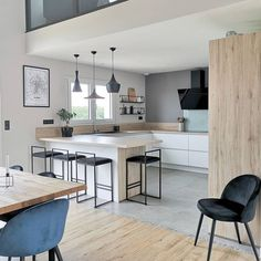 Discover recipes, home ideas, style inspiration and other ideas to try. Home Decor Kitchen, Kitchen Living, Kitchen Furniture, Home Kitchens, Modern Kitchen Design, Interior Design Living Room, Small Kitchen Storage, Cuisines Design, Open Plan Kitchen