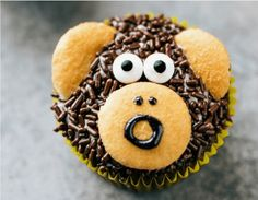 12 Animal Cupcakes That Are Too Cute To Eat! - World's largest collection of cat memes and other animals Animal Cupcakes, 12 Cupcakes, Diamond Wedding Cakes, Spring Animals, Spring Treats, Cat Vs Dog, Snicker Doodle Cookies, Hobbies And Crafts, Baked Goods