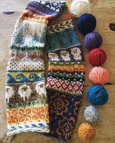 (Free Pattern: 'My Favourite Things' Infinity Scarf by Jill McGee on Ravelry)