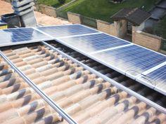 Impianto fotovoltaico residenziale (fase di installazione barre di supporto pannelli fotovoltaici)