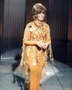 Dusty Springfield rocked a Blonde Wig and a Column Dress Music Icon, Pop Music, Call Dusty, Dusty Springfield, Beehive Hair, Beatles Art, Column Dress, Tony Ward, Rhythm And Blues