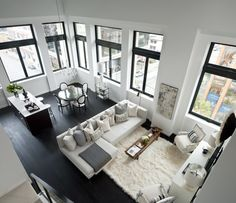 Квартира в Канаде I adore this black and white interior - black floor and window transom beautifully contrasts white walls and beige furniture. Black And White Dining Room, Black And White Interior, Black White, Style At Home, Home Living Room, Living Room Designs, Dark Floor Living Room, Traditional Dining Chairs, Living Comedor