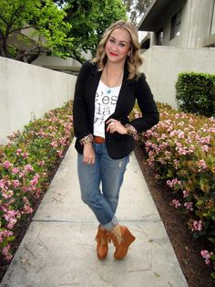 blazer, graphic tee, turquoise necklace, boyfriend jeans, wedge booties