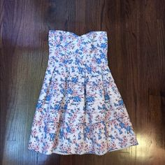 Sans Souci dress Pink and blue flowers on a white dress. Super cute! Sans Souci Dresses Strapless