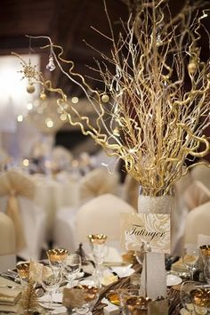 Gold and white wedding decor #centerpiece #weddingideas #goldwedding #glamwedding #weddingdecor