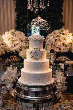 Decoração de casamento clássico com bolo de princesa