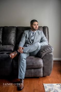 When your groom looks super fly in his gray suit/ grey suit for his wedding pictures. Bridal Portraits Outdoor, Bridal Portrait Poses, Grey Suit Wedding, Bow Tie Wedding, Wedding Tips, Bride And Groom Pictures, Wedding Pictures, Bride Poses, Groom Looks