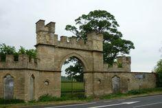 Gateway, lodge and wall, Fillingham Castle, Ermine Street, Fillingham, West Lindsey, Lincolnshire