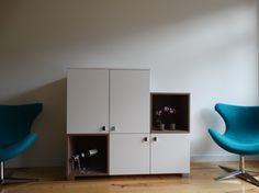 We hebben weer een juweeltje van een tv-meubel op maat gemaakt voor een klant van ons. En zie hier het eindresultaat! Wij van 100% Kast vinden dit mooi en uniek ontwerp! Wat vind jij ervan?