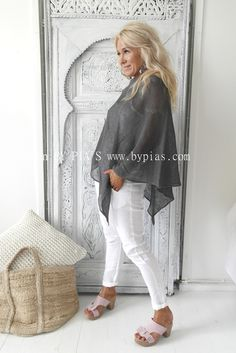 BYPIAS Handknitted linen poncho/ @bypiaslifestyle www.bypias.com