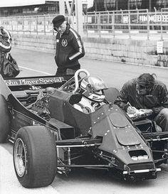 Nigel Mansell in the Lotus Colin Chapman inspects the rear of the car. Lotus F1, Mario Andretti, Grand Prix, Nascar, Circuit Paul Ricard, Ferrari, Nigel Mansell, Gilles Villeneuve, Formula 1 Car