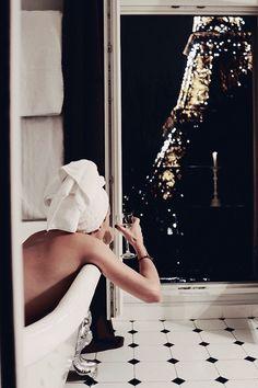 Bathtub With A View --- #luxurylife #ArtistImageManagement #luxury