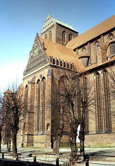 Wismar: Nikolaikirche Top Destinations, Kirchen, Germany Travel, Travel Guides, Trip Planning, Raven, Mansions, House Styles, Manor Houses