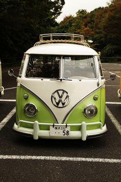 its a camper life Bus Camper, Volkswagen Bus, Vw T1, Camper Life, Combi Hippie, Vw Minibus, T1 Samba, Combi Split, Kombi Home