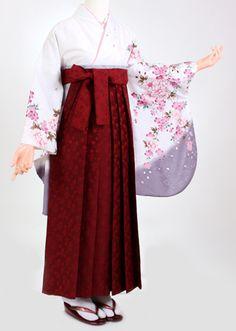 pictures of hakama Kimono Japan, Yukata Kimono, Kimono Dress, Traditional Japanese Kimono, Traditional Fashion, Traditional Dresses, Japanese Outfits, Japanese Fashion, Asian Fashion