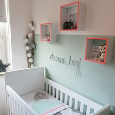 These shelves are so cute maybe with an orange or green accent kastje muur Baby Bedroom, Nursery Room, Kids Bedroom, Deco Kids, Nursery Inspiration, Kid Spaces, Cool Baby Stuff, Rooms, Shelves