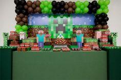 Que tal montar a próxima festinha de aniversário do seu filha com tema do jogo Minecraft, que está fazendo sucesso entre as crianças? Veja algumas ideias! - Veja mais em: http://vilamulher.com.br/artesanato/tendencias/jogo-minecraft-e-tendencia-na-decoracao-de-festas-infantis-17-1-7886461-231.html?pinterest-destaque