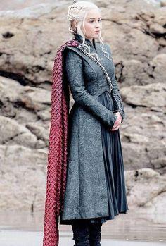 Game of Thrones Daenerys Targaryen season 7 Halloween cosplay costume replica Daenerys Targaryen Season 7, Game Of Throne Daenerys, Danaerys Targaryen Costume, Daenarys Costume, Danyeres Targaryen, Khaleesi Costume, Emilia Clarke, Game Of Trone, Got Costumes
