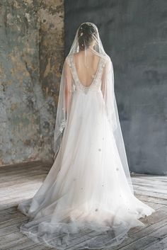 White Wedding Dresses Ideas for Brides Are you looking for beautiful wedding dresses for brides? We have a large collection of wedding dresses and gowns for women and brides. Wedding Bridesmaid Dresses, Brides And Bridesmaids, Boho Wedding Dress, Tulle Wedding, Cathedral Wedding Veils, Amazing Wedding Dress, Dresses Short, Sophisticated Bride, Wedding Styles