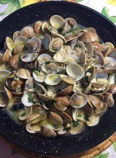 La Cocina de Beli Mar: ALMEJAS AL AJILLO Fish Recipes, Seafood Recipes, Appetizer Recipes, Cooking Recipes, Healthy Recipes, Spanish Kitchen, Spanish Food, Portuguese Recipes, Italian Recipes