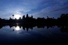 Angkor Wat sunrise, Siem Reap, Cambodia   (photo by Philippe RUSSEL)  #angkor #angkorwat #siemreap #cambodia #cambodian #sunrise #khmer #reflect #reflection #sky #tomyasia #asia #travel #igtravel #picoftheday #photooftheday #igphoto #instaphoto