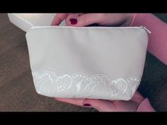 Marvelous Make a Hobo Bag Ideas. All Time Favorite Make a Hobo Bag Ideas. Easy Sewing Projects, Craft Tutorials, Crochet Leaves, Techniques Couture, Couture Bags, Patchwork Bags, Craft Videos, Hobo Bag, Free Pattern