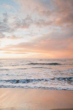 Kauai Oceanfront. Kauai Sunset. Hawaii Skyline. Hawaii Horizon. Pacific Ocean. Pink Sky. Hawaii Sunset. Hawaii Clouds. Hawaii Beach. Kauai Photographers. Hawaii Photographers. Photo by: Sea Light Studios.