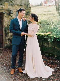 Contemporary Engagement and Couples Session at Villa Catalana by Donny Zavala Photography | Wedding Sparrow