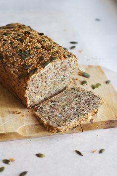 Szybki, ekspresowy przepis na Chleb z Ziaren i Orzechów. Pyszne i zdrowe pieczywo bez mąki, złożone tylko i wyłącznie z nasion, orzechów i jajek. Zapraszam!