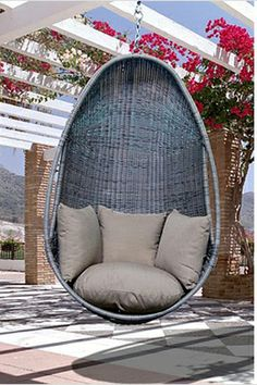 hanging chair-- oooh!