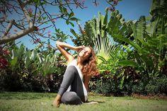 Bali und die Yogablase: Mehr Schein als Sein im Yogaparadies   Bali gilt als eine der beliebtesten Destinationen, wenn es um das Thema Yoga geht. Kein Wunder, denn die Insel der Götter bietet unzählige Yogastudios, Retreats und Yogalehrer Ausbildungen vor Ort. Zudem ein passendes spirituelles Umfeld: Farbenfrohe hinduistische Zeremonien, offene Reisfelder und atemberaubende Sonnenuntergänge.
