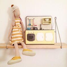 Astrid y su nueva retro kitchen yo quiero una asi tú no? #kmfamily #maileg #news #shoponline #barcelona