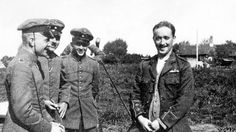 Manfred von Richthofen (left) with other pilots