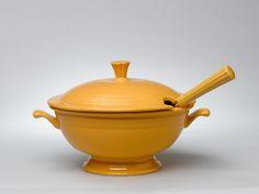fiestaware-soup-tureen.jpg (800×600)
