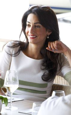 ♔ Style 2 Amal Clooney Argues New Antiquities Case in Greece, Addresses Husband George Clooney Amal Alamuddin, Amal Clooney Winter Typ, Winter Mode, George Clooney Amal Alamuddin, Timeless Fashion, Fashion Beauty, Barbara Walters, Elegantes Outfit, Mademoiselle, Look Chic