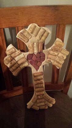 Wine Cork Cross Craft: Nailed it! Wine Craft, Wine Cork Crafts, Wine Bottle Crafts, Wine Bottles, Wine Cork Trivet, Wine Cork Ornaments, Wine Cork Projects, Cork Ideas, Cork Art