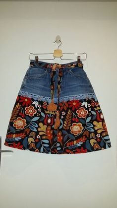 Ähnliche Artikel wie Upcycling Jeans Rock auf Etsy - Sieh d Diy Fashion, Ideias Fashion, Fashion Outfits, Upcycling Fashion, Diy Clothing, Sewing Clothes, Sewing Jeans, Skirt Sewing, Unique Clothing