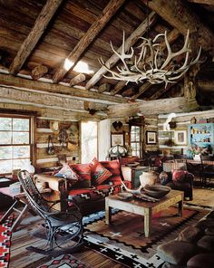 6 cozy cabin decor ideas for a winter getaway. Domino rounds-up cozy cabin inspiration from small cabins in Wisconsin, Missouri, Dunton Hot Springs and Ralph Lauren's Colorado Ranch! For more cottage, cabin and celebrity style go to Domino. Le Colorado, Colorado Ranch, Cabin Homes, Log Homes, Cabin Design, House Design, Cabin Interior Design, Chalet Interior, Rustic Design