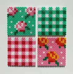 Coasters Roses in roos en groen van op Etsy, Perler Bead Designs, Easy Perler Bead Patterns, Melty Bead Patterns, Hama Beads Design, Perler Bead Templates, Diy Perler Beads, Perler Bead Art, Beading Patterns, Hama Beads Coasters