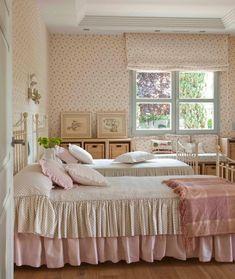 schlafzimmer gestalten shabby chic stil landhausstil rüschen kissen