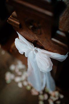 Kirchendeko mit Schleife in weiß