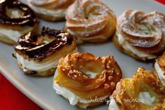Chocolate y donuts Sweet Pastries, French Pastries, Empanadas, Candy Recipes, Sweet Recipes, Paris Brest, Pasta Choux, Pie Decoration, Cronut