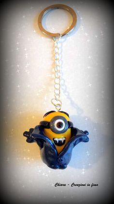 Portachiavi in fimo handmade Minions Vampiro , by Chiara - Creazioni in fimo, 10,00 € su misshobby.com