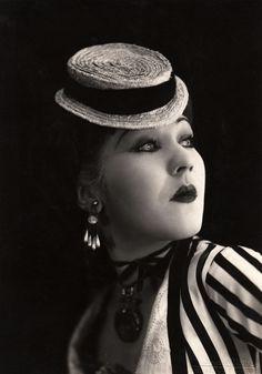 Catherine Hessling dans Nana, un film de Jean Renoir (1926)
