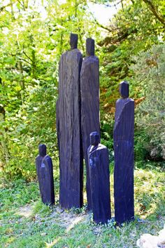 A family totem. Driftwood Sculpture, Tree Sculpture, Outdoor Sculpture, Outdoor Art, Abstract Sculpture, Tree Carving, Wood Carving Art, Yard Sculptures, Environmental Art