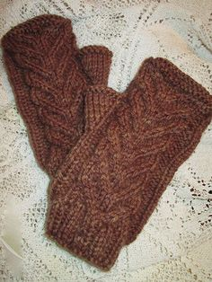 Knitting - Whose Who's Cabled Mitts - #REK0722