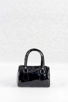 8,00€ Τσαντάκι χειρός μαύρο, υφή λουστρίνι.  Νεανικό τσαντάκι μπαουλάκι. Lady Dior, Bags, Fashion, Purses, Fashion Styles, Totes, Lv Bags, Hand Bags, Fashion Illustrations