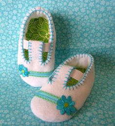 I have done some baby shoes in the past but these make me want to make them again!