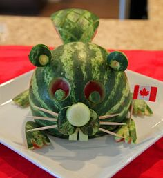 Watermelon beaver for Canada Day!- Watermelon beaver for Canada Day! Canada Day 150, Happy Canada Day, Canada Eh, Watermelon Art, Watermelon Carving, Carved Watermelon, Watermelon Recipes, Fruits Decoration, Foods