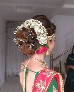 wedding hair accessories for short-haired brides Bridal Hairstyle Indian Wedding, South Indian Bride Hairstyle, Bridal Hair Buns, Bridal Hairdo, Indian Wedding Hairstyles, Indian Bridal Makeup, Bride Hairstyles, Bengali Wedding, Engagement Hairstyles